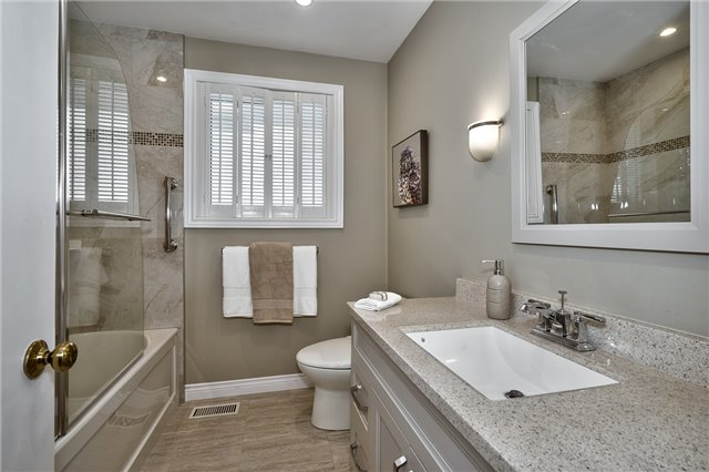 Detached at 1199 Oxford Ave, Oakville, Ontario. Image 4