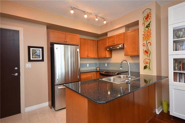 Condo Apartment at 1359 Rathburn Rd E, Unit 704, Mississauga, Ontario. Image 11