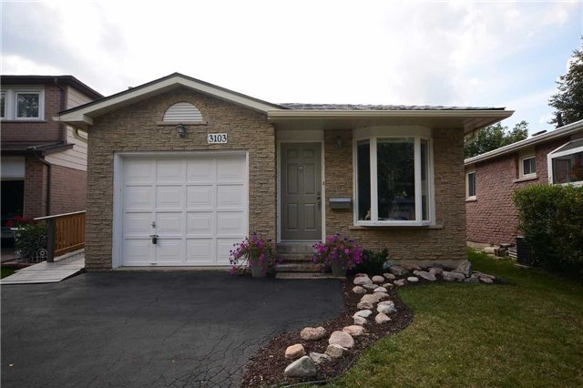 Detached at 3103 Harris Cres, Mississauga, Ontario. Image 12