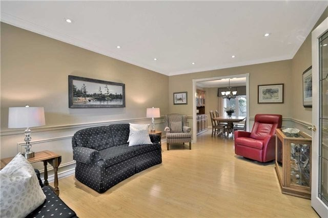 Detached at 2078 Castlefield Cres, Oakville, Ontario. Image 15