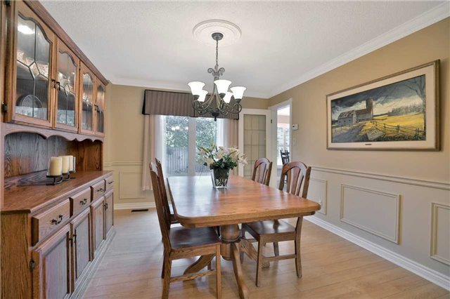 Detached at 2078 Castlefield Cres, Oakville, Ontario. Image 16