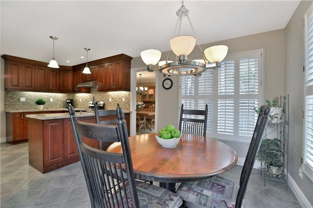 Detached at 2078 Castlefield Cres, Oakville, Ontario. Image 18