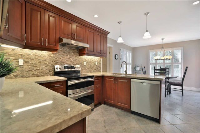 Detached at 2078 Castlefield Cres, Oakville, Ontario. Image 20