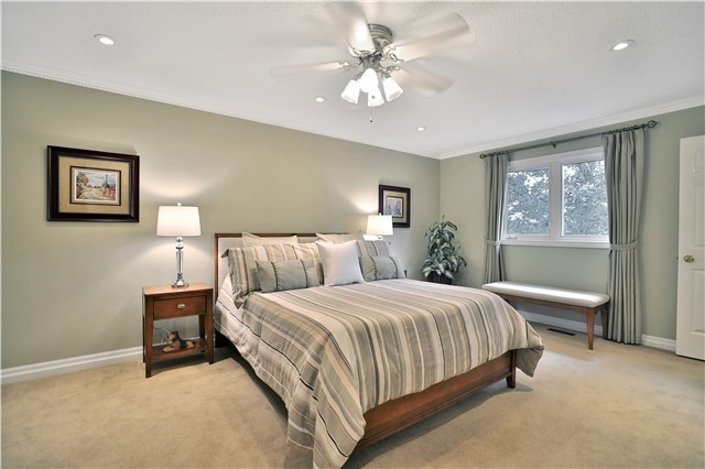 Detached at 2078 Castlefield Cres, Oakville, Ontario. Image 2