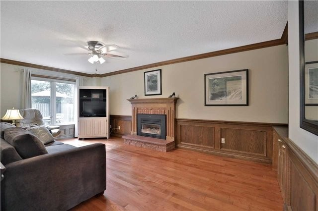 Detached at 2078 Castlefield Cres, Oakville, Ontario. Image 5