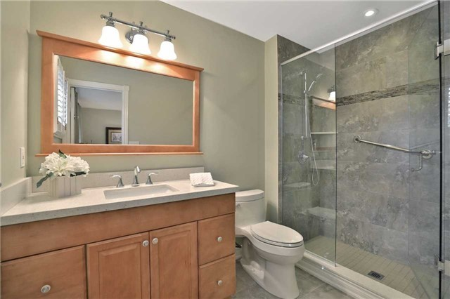 Detached at 2078 Castlefield Cres, Oakville, Ontario. Image 7