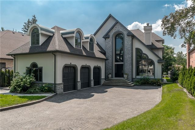 Detached at 2060 Dickson Rd, Mississauga, Ontario. Image 1
