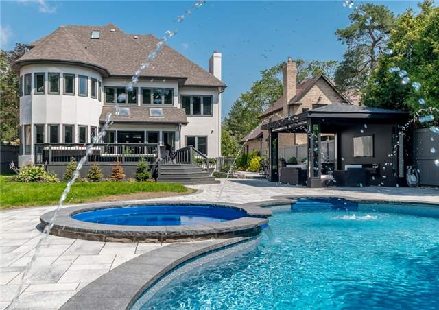 Detached at 2060 Dickson Rd, Mississauga, Ontario. Image 14