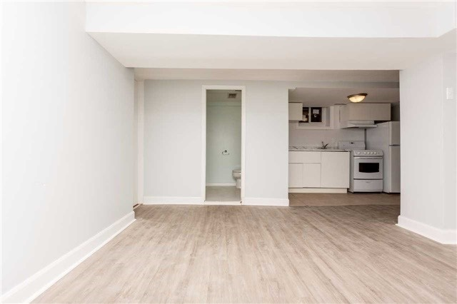 Detached at 584 Ridelle Ave, Toronto, Ontario. Image 7
