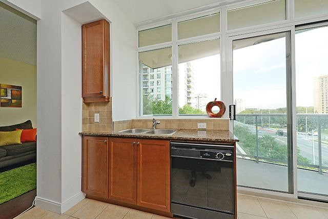 Condo Apartment at 70 Absolute Ave, Unit 503, Mississauga, Ontario. Image 4