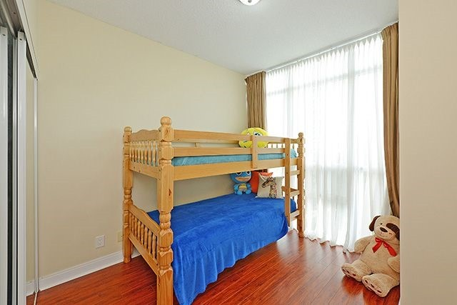 Condo Apartment at 70 Absolute Ave, Unit 503, Mississauga, Ontario. Image 7