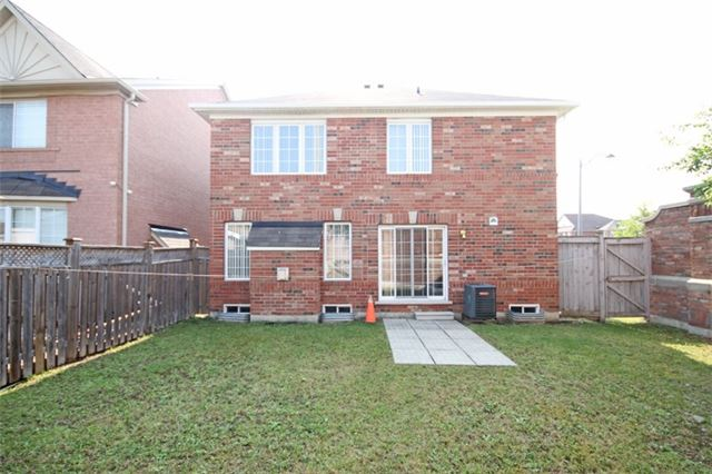 Detached at 1 Bayridge Dr, Brampton, Ontario. Image 9