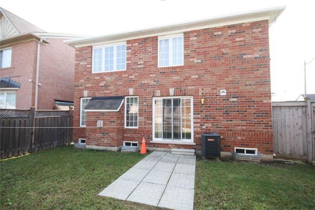 Detached at 1 Bayridge Dr, Brampton, Ontario. Image 10