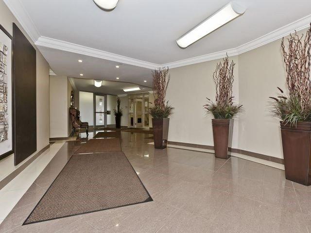 Condo Apartment at 530 Lolita Gdns, Unit 1605, Mississauga, Ontario. Image 2