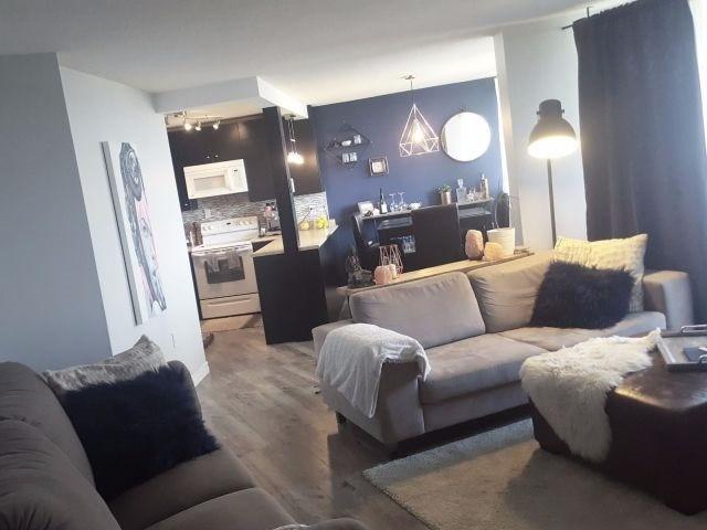 Condo Apartment at 530 Lolita Gdns, Unit 1605, Mississauga, Ontario. Image 4