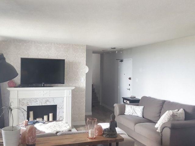 Condo Apartment at 530 Lolita Gdns, Unit 1605, Mississauga, Ontario. Image 5