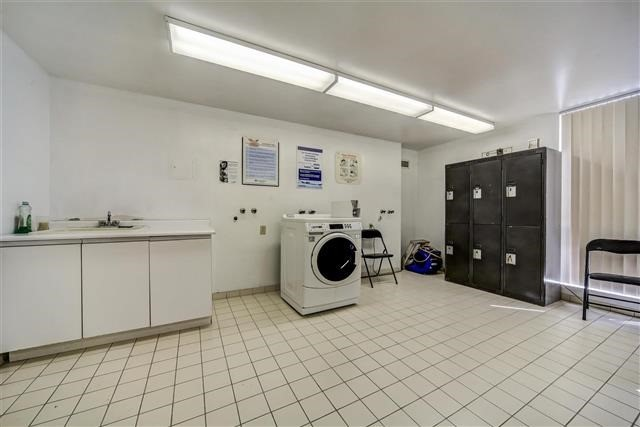Condo Apartment at 350 Rathburn Rd W, Unit 505, Mississauga, Ontario. Image 5