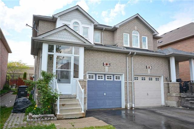 Semi-detached at 409 Oaktree Circ, Mississauga, Ontario. Image 1