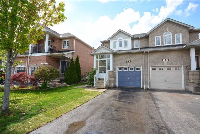Semi-detached at 409 Oaktree Circ, Mississauga, Ontario. Image 11
