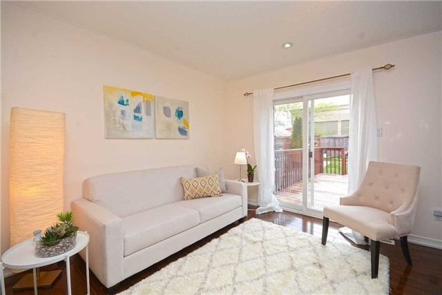 Semi-detached at 409 Oaktree Circ, Mississauga, Ontario. Image 15