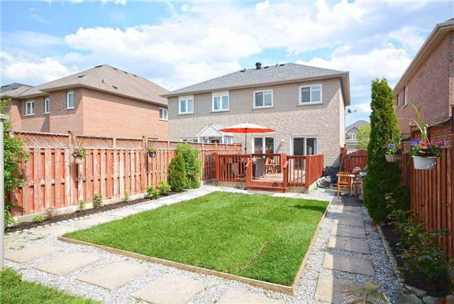 Semi-detached at 409 Oaktree Circ, Mississauga, Ontario. Image 6