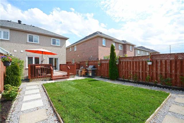 Semi-detached at 409 Oaktree Circ, Mississauga, Ontario. Image 7