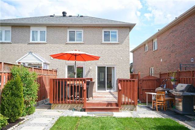 Semi-detached at 409 Oaktree Circ, Mississauga, Ontario. Image 8