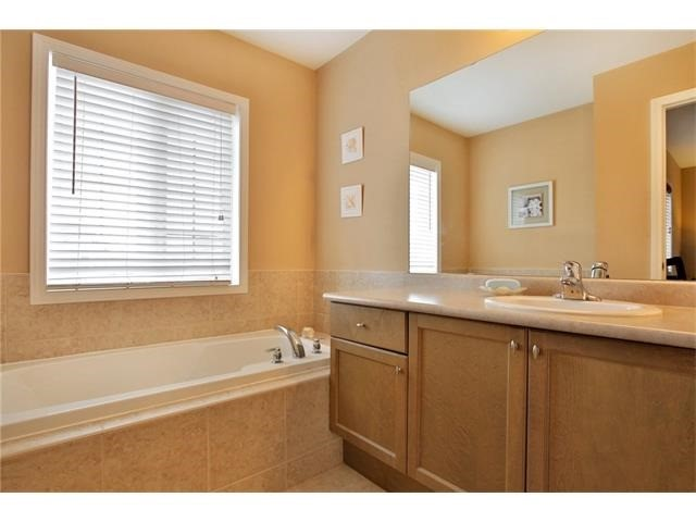 Townhouse at 2295 Whistling Springs Cres, Oakville, Ontario. Image 2