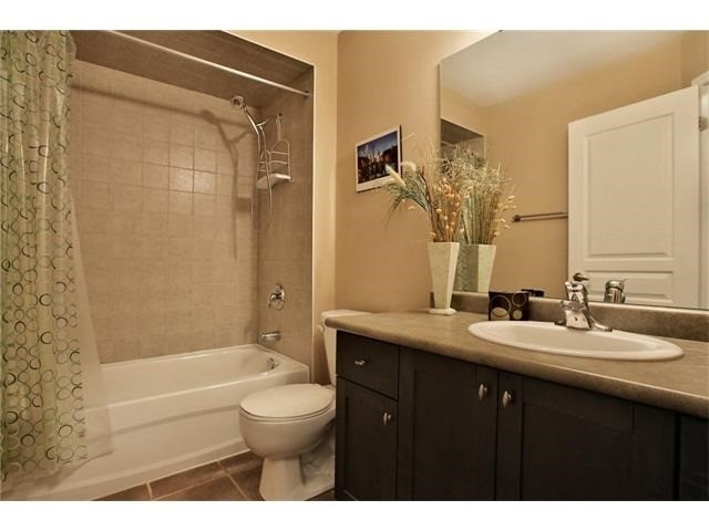 Townhouse at 2295 Whistling Springs Cres, Oakville, Ontario. Image 6