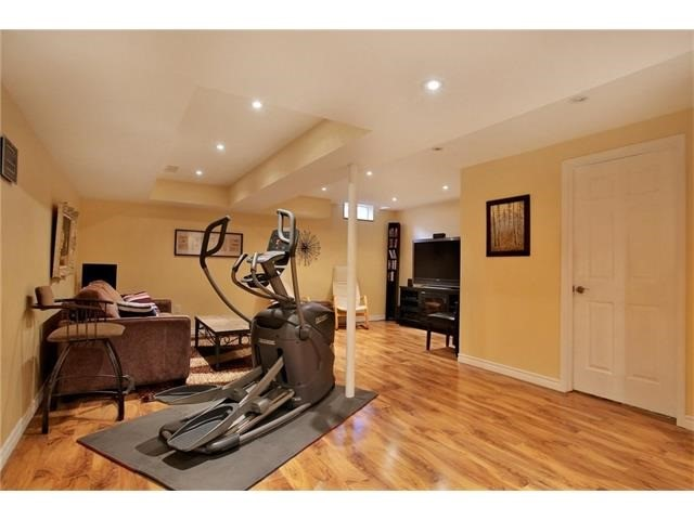 Townhouse at 2295 Whistling Springs Cres, Oakville, Ontario. Image 8