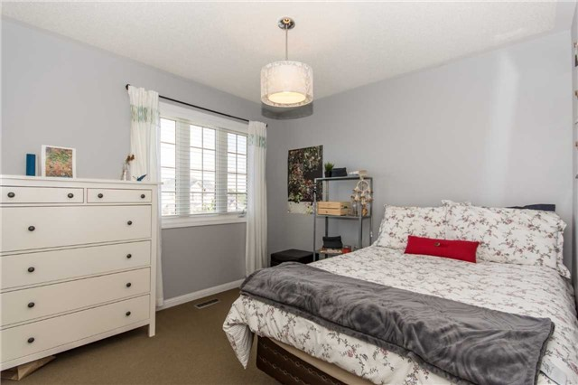 Detached at 928 Philbrook Dr, Milton, Ontario. Image 4