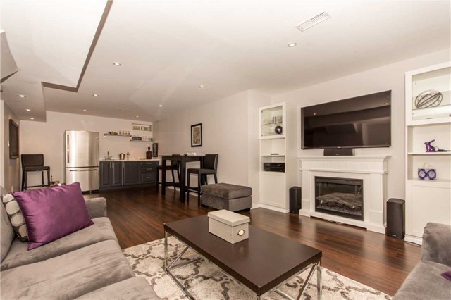 Detached at 928 Philbrook Dr, Milton, Ontario. Image 7