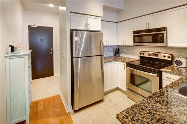 Condo Apartment at 388 Prince Of Wales Dr, Unit 1607, Mississauga, Ontario. Image 12