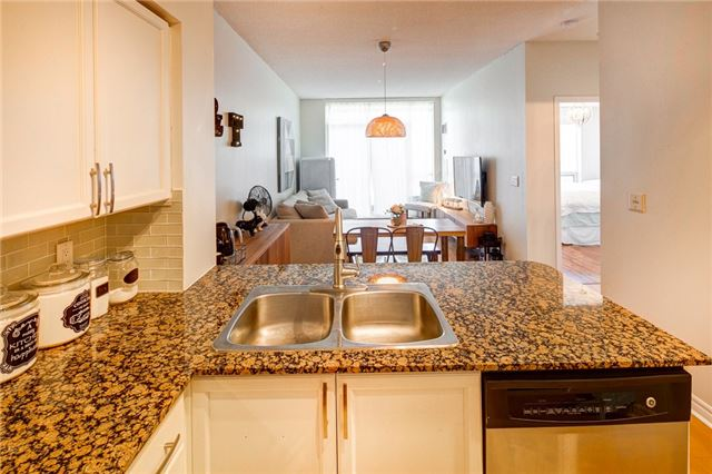 Condo Apartment at 388 Prince Of Wales Dr, Unit 1607, Mississauga, Ontario. Image 15