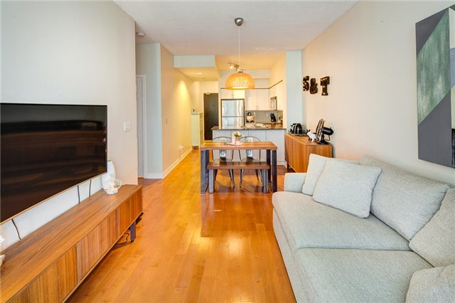 Condo Apartment at 388 Prince Of Wales Dr, Unit 1607, Mississauga, Ontario. Image 18