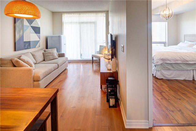 Condo Apartment at 388 Prince Of Wales Dr, Unit 1607, Mississauga, Ontario. Image 20