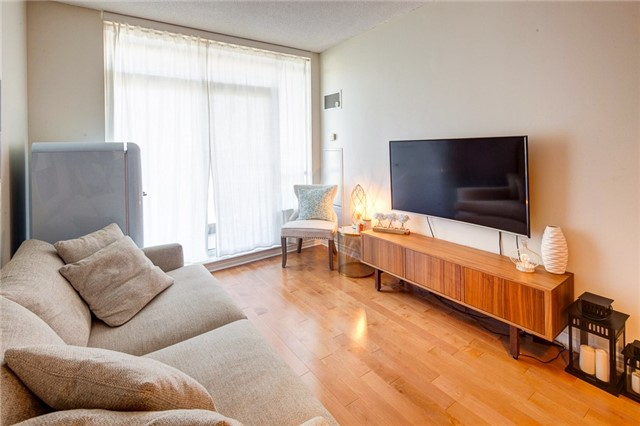 Condo Apartment at 388 Prince Of Wales Dr, Unit 1607, Mississauga, Ontario. Image 2
