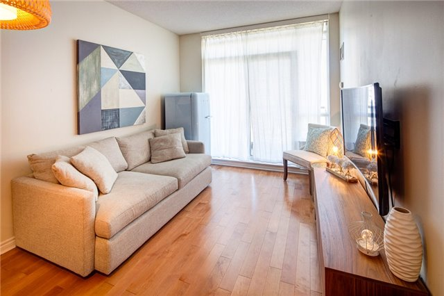 Condo Apartment at 388 Prince Of Wales Dr, Unit 1607, Mississauga, Ontario. Image 3