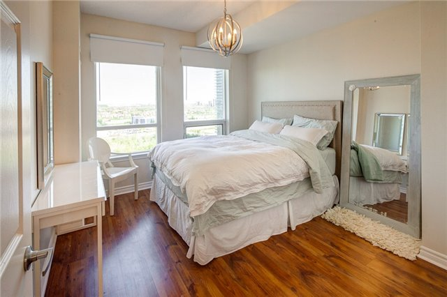 Condo Apartment at 388 Prince Of Wales Dr, Unit 1607, Mississauga, Ontario. Image 4