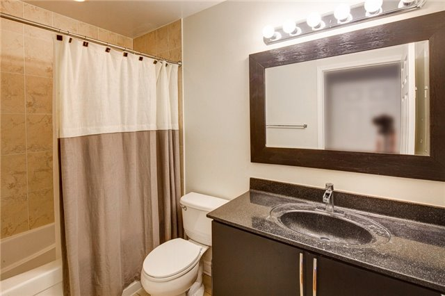 Condo Apartment at 388 Prince Of Wales Dr, Unit 1607, Mississauga, Ontario. Image 5