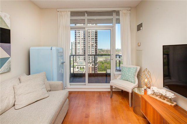 Condo Apartment at 388 Prince Of Wales Dr, Unit 1607, Mississauga, Ontario. Image 6
