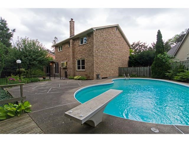 Detached at 1339 Prince Albert Crt, Mississauga, Ontario. Image 10