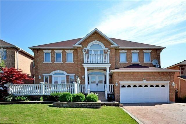 Detached at 1433 Gibson Dr, Oakville, Ontario. Image 1