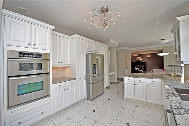 Detached at 1433 Gibson Dr, Oakville, Ontario. Image 17