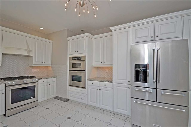 Detached at 1433 Gibson Dr, Oakville, Ontario. Image 18