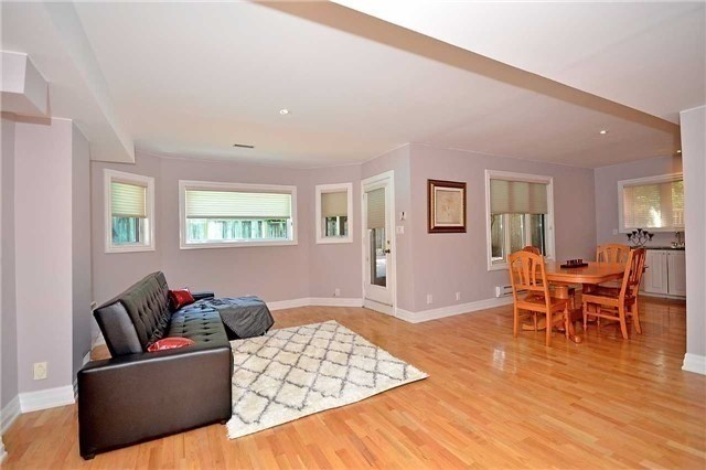 Detached at 1433 Gibson Dr, Oakville, Ontario. Image 4