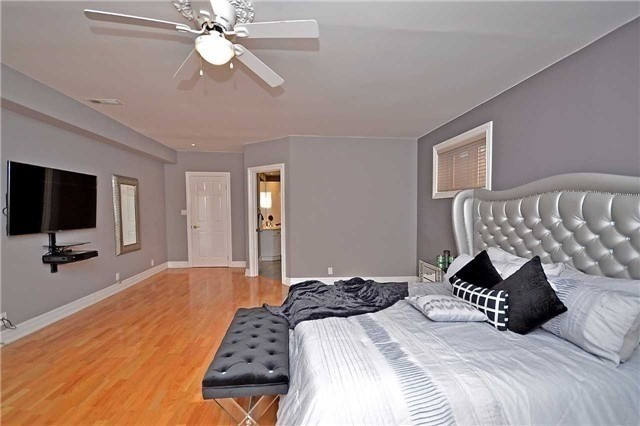Detached at 1433 Gibson Dr, Oakville, Ontario. Image 7