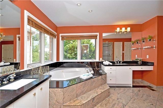 Detached at 1433 Gibson Dr, Oakville, Ontario. Image 9