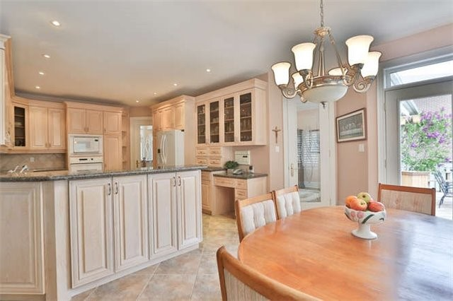 Detached at 2366 Hammond Rd, Mississauga, Ontario. Image 19