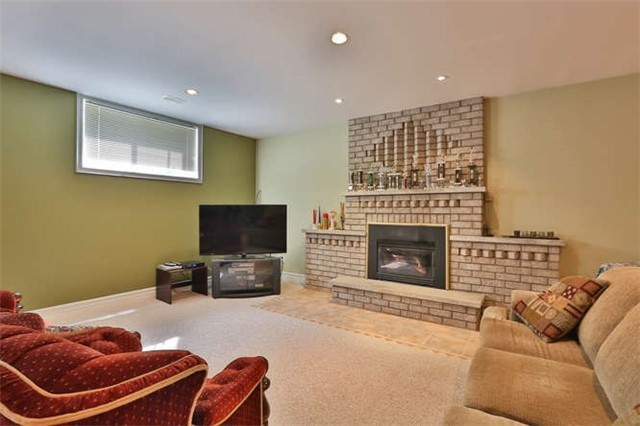 Detached at 2366 Hammond Rd, Mississauga, Ontario. Image 4
